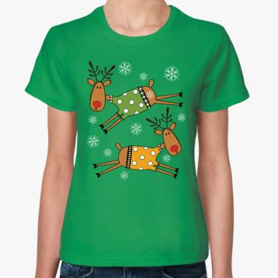 Женская футболка Новогодние олени в свитерах