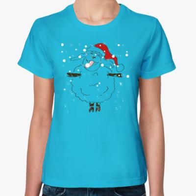 Женская футболка Овца радуется снегу