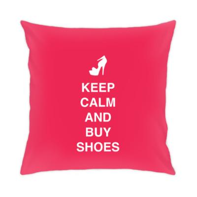Подушка Keep calm and buy shoes