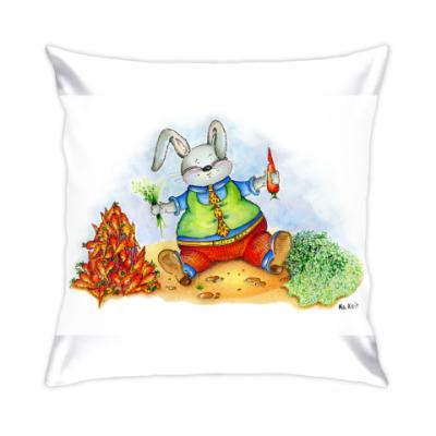 Подушка Кролик с аппетитом ест морковку