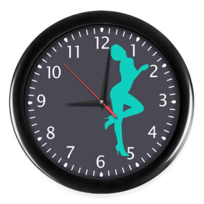 Часы Девушка