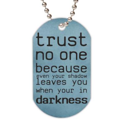 Жетон dog-tag Trust no one