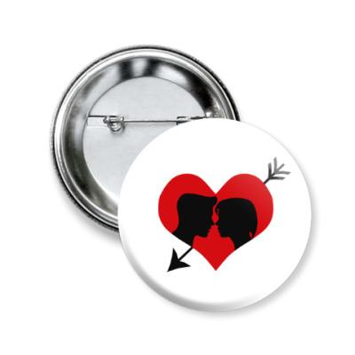Значок 50мм Сердце хочет любви