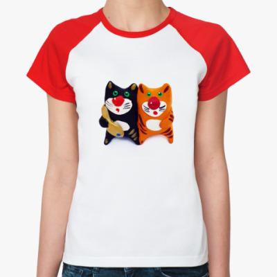 Женская футболка реглан Два смешных кота с рыбкой