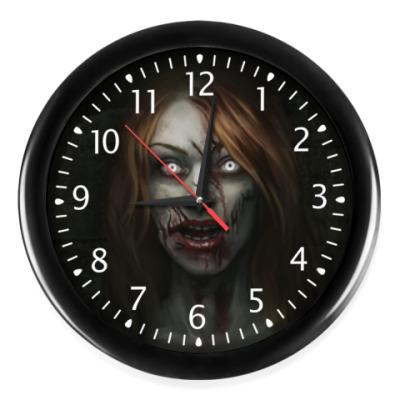 Настенные часы Зомби-девушка