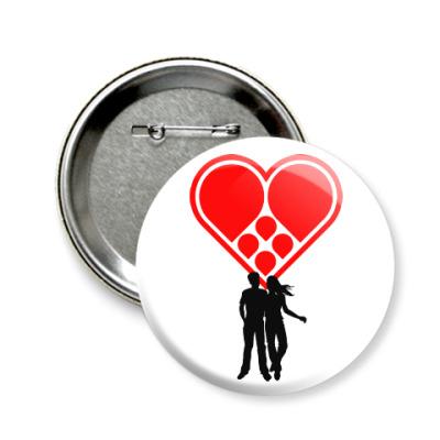 Значок 58мм Любовная пара