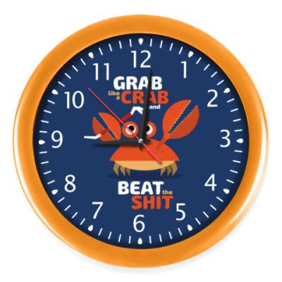 Настенные часы Grab like a crab