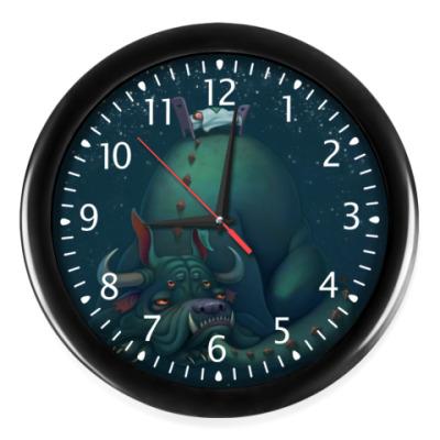 Настенные часы Монстр под кроватью